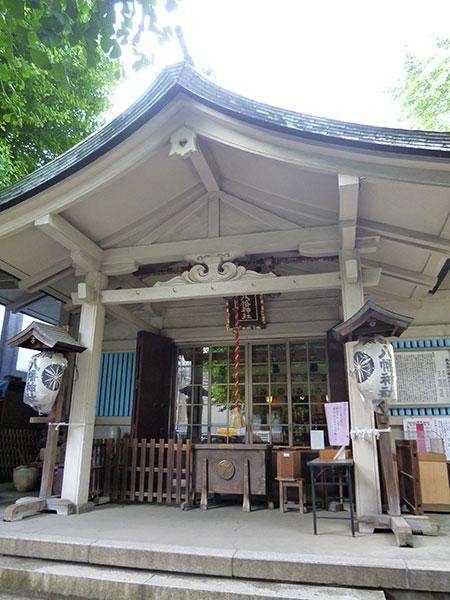 MAIN PHOTO:銀杏岡八幡神社